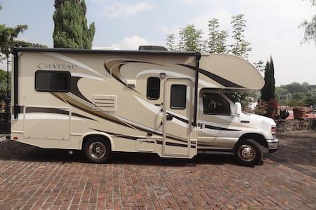 Wohnmobil motorhome RV autocaravana - Wohnwagen/Wohnmobil
