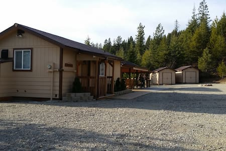 One-Of-A-Kind Cabin Complex - Coeur d'Alene - Stuga