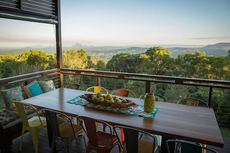 Rose Blossom Escape - Maleny - Bed & Breakfast