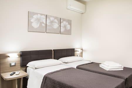 Accogliente moderno confortevole questo è Reno b&b - Longara - Bed & Breakfast