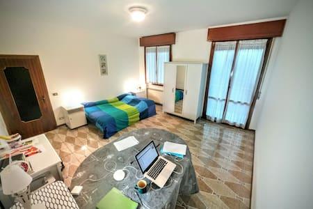 Bed near Maranello and Ferrari - Apartment