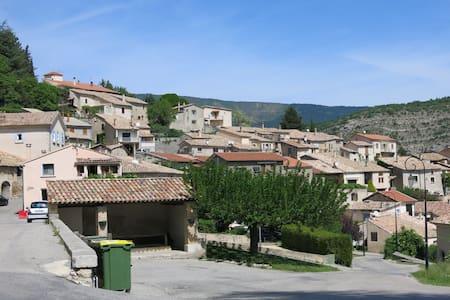 Petite maison de village à Antonave - Antonaves - House