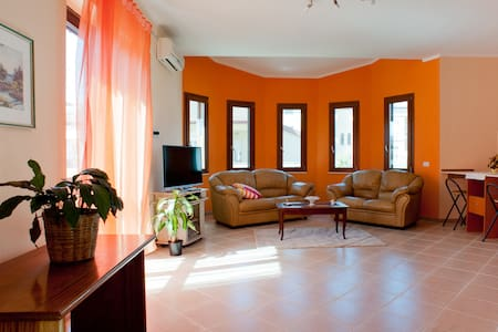 TheOrangeHouse B&B- VISIT SARDINIA! - Bed & Breakfast