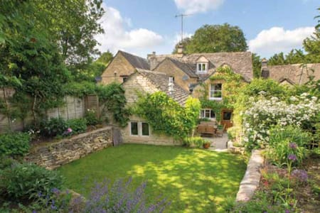 17th century cottage in Cotswolds - Casa