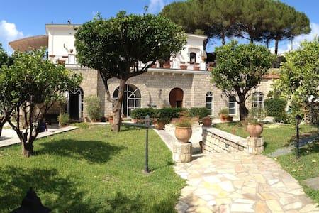 Spazioso appartamento con piscina - Sant'Angelo