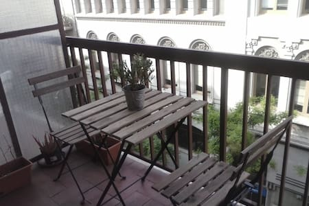 Large, bright double room in Gracia