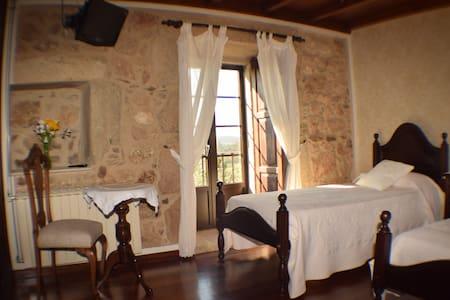 Casa rural de piedra S. XVIII - Bed & Breakfast