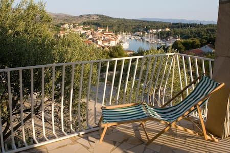 Romantic house with amazing view - Milna - House