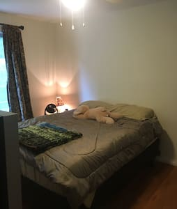 Cozy room near downtown Kentville - Kentville