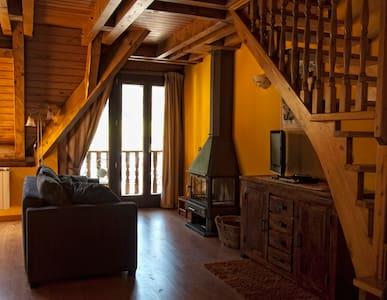 COZY & ROMANTIC PYRENEES APARTMENT - Bossòst - Apartment