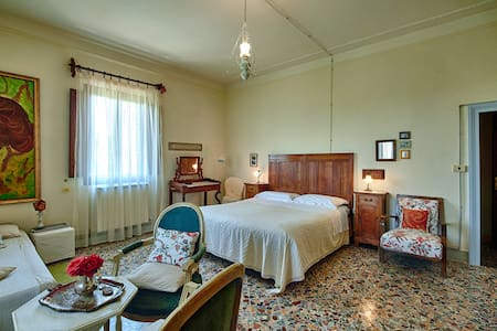 I Palazzi Arte B&B rooms in a tower - Montepulciano - Bed & Breakfast