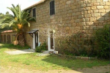Petite maison rustique proche plage - Belvédère-Campomoro - House