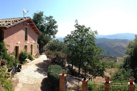 Villa Nives Turismo Rurale - Mistretta - Bed & Breakfast