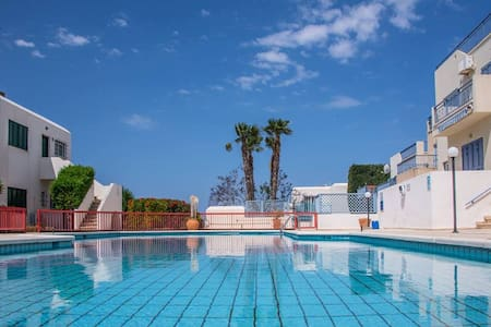 1bedroom apt at St.George,sea  views,400m to beach - Apartamento