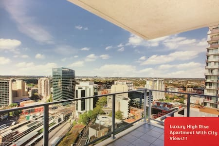 High Rise Apartment w/ View! - Apartament