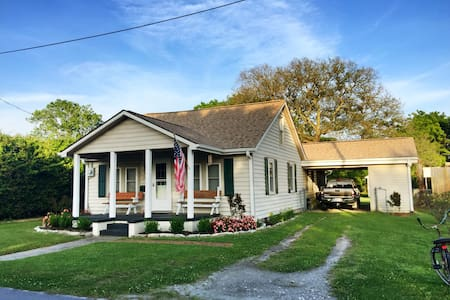 Twin Oaks - The Classic Beaufort Bungalow Cottage - 一軒家