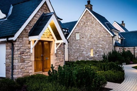 Perth Gleaneagles Lodge 20/27th May - Dom