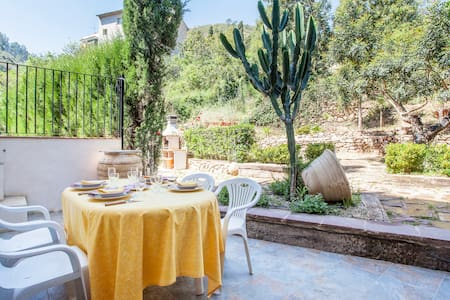 Casa con jardín en Eslida - Talo