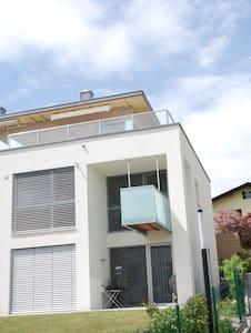 Haus mit Seeblick und Bergpanorama - Dům
