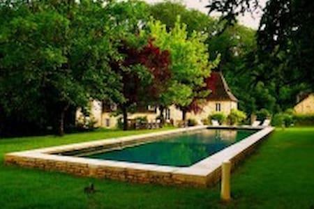 A stunning 18th Century manor house - Sarrazac - Villa