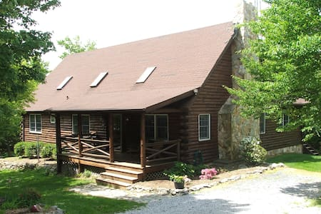 Beautiful Log Home in the woods - Frederick - Casa