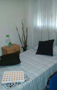 Habitación individual y tranquila con cama de 90cm - Mislata - Bed & Breakfast