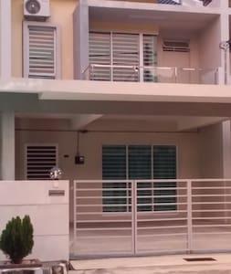 Pearl Indah Home Stay, Simpang Ampat - Ház