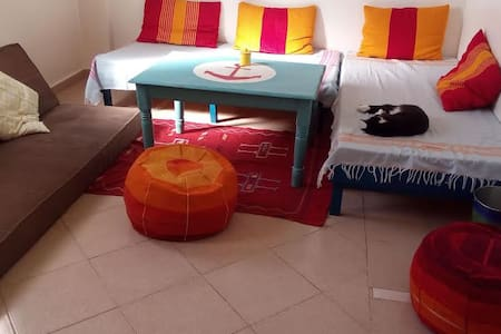 A calm sunny room at local's home with wifi - Agadir