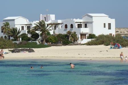 Vacation apartments on the beach - El Cotillo, La Oliva - Apartmen