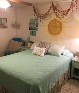 Cozy private room 14 mi from beach - Ellenton