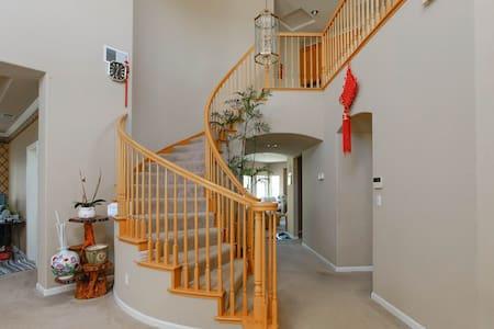 宽敞明亮 豪华舒适美丽 二间卧室 独立卫浴 停车位 免费wifi - Fremont - Villa