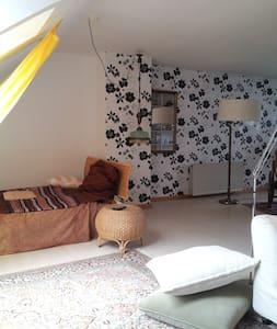 Atelierzimmer im Grünen - House