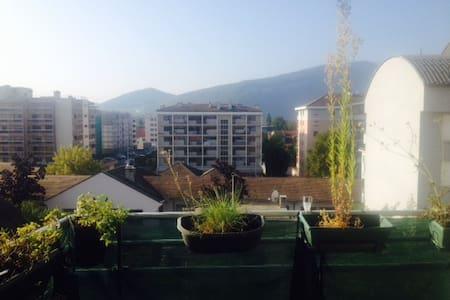 Spacieux appartement au calme à 5 min de Genève - Lägenhet
