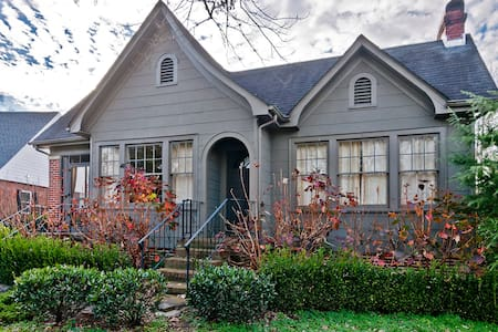 Charming 1930s home 1/2 mile from interstate - Chattanooga - House