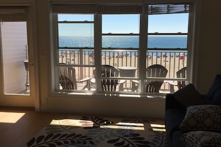 Spectacular Views From Beachfront Condo - Hampton - Apartment