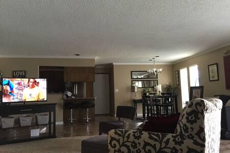duplex with open floor space - Oklahoma City