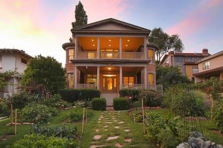 Spacious apartment, ideal location - Salt Lake City - Wohnung