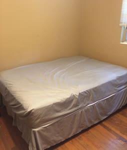 Bed in a room - Rumah