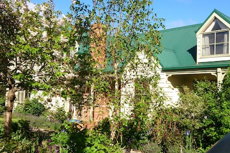 Home Away From Home in Lancefield - Bed & Breakfast