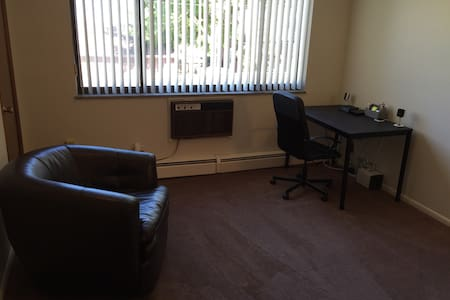 ENTIRE APT - 10 MINS FROM ARPT-FREE SHUTTLE - KAMM - Appartement
