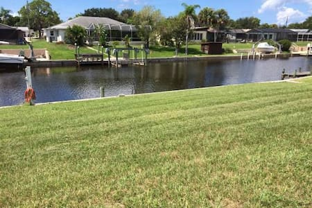 Pet Friendly, canalfront  home in Florida - Hus