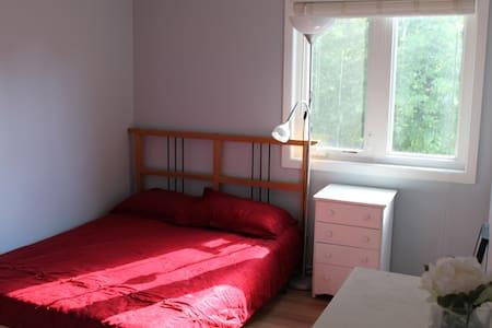 Quiet Sunny Room in Nepean - Ottawa - Dom