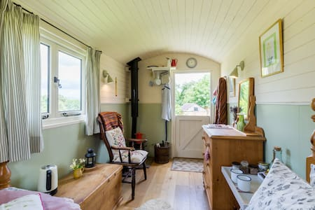 Shepherd hut with woodburner. - Hut