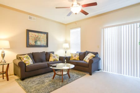 13204 Well-Appointed 2BR in Lenexa! - Appartement