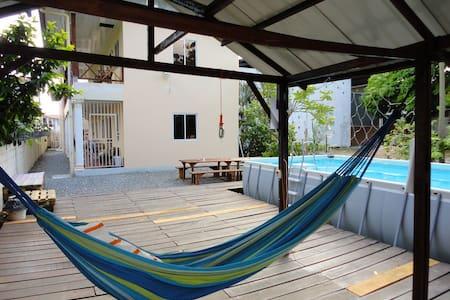 Studios met zwembad in het centrum van Paramaribo - Társasház