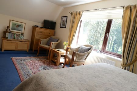 Drinkstone Park B&B - Blue Room - Suffolk - Bed & Breakfast