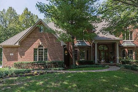 Private bed & bath in Indy suburb - Casa