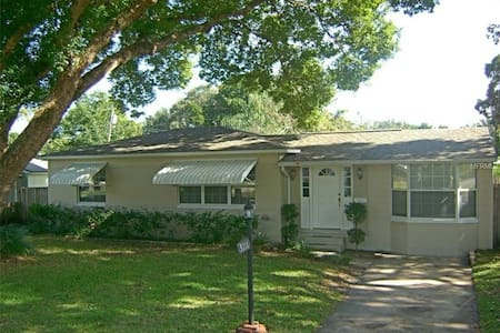College Park quiet neighboorhood cozy room - Orlando - Ház