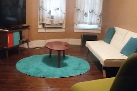 Clean, comfortable, near the State Capitol - Springfield - Casa