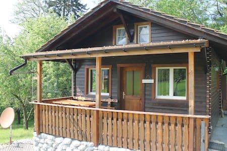 Schönes kleines Haus im Grünen - Huis